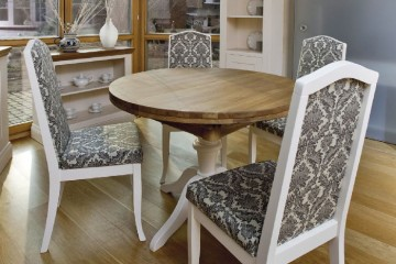 Kensington Dining with Extending Tables