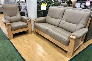 Miranda 3-seater sofa and recliner chair in leather
