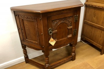 - Old Charm Canted Table (1434)