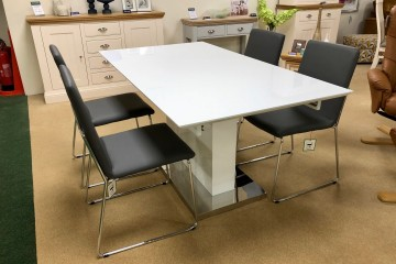 Trace Extending Dining Table & 4 Kitos Chairs